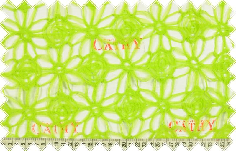 Jasně zelený tyl našívaný do květů